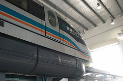Die Arme des Transrapid in China